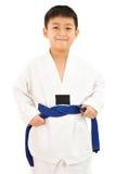 Piccolo ragazzo asiatico di karatè in kimono bianco Fotografie Stock