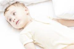 Piccolo ragazzo 8 degli occhi azzurri Fotografie Stock Libere da Diritti