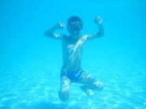 Piccolo ragazzo dell'operatore subacqueo Immagini Stock