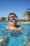 Piccolo ragazzo dell'operatore subacqueo Fotografie Stock