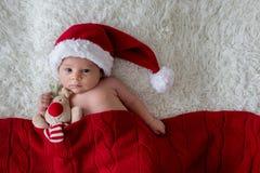 Piccolo ragazzo di neonato, cappello d'uso di Santa Immagine Stock Libera da Diritti