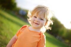 Piccolo ragazzo felice Immagini Stock