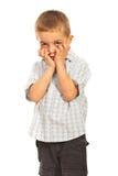 Piccolo ragazzo preoccupato fotografia stock