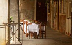 Piccolo ristorante locale fotografie stock