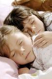 piccolo sonno delle ragazze immagine stock