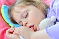 Piccolo sonno sveglio del bambino Fotografia Stock Libera da Diritti
