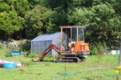 Piccolo vecchio escavatore meccanico Immagini Stock