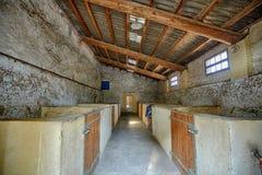Piccolo vecchio granaio in Francia vicino alla ascia-un-Provenza senza qualsiasi cavalli fotografia stock