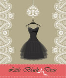 Piccolo vestito nero con il candeliere, nastro, confine di Paisley Fotografia Stock Libera da Diritti