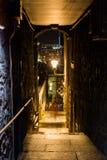 Piccolo vicolo a Edimburgo, Scozia, alla notte Fotografie Stock