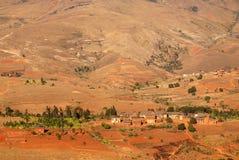 Piccolo villaggio in altopiani del Madagascar Immagine Stock