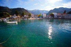 Piccolo villaggio mediterraneo della spiaggia fotografia stock