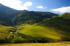 Piccolo villaggio nella montagna Immagine Stock