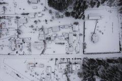 Piccolo villaggio rurale dal punto di vista del fuco immagine stock libera da diritti
