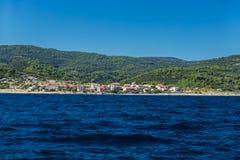 Piccolo villaggio sulla riva Fotografia Stock Libera da Diritti