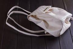 Piccolo zaino della femmina del cuoio bianco Fotografie Stock
