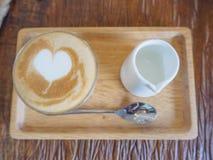 """Piccolofluit latte koffie, handtekeningskop Een ristretto schoot 15 †""""20 Royalty-vrije Stock Fotografie"""