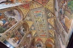 Piccolomini图书馆天花板在锡耶纳Cathedral Duomo di Sien 免版税库存照片