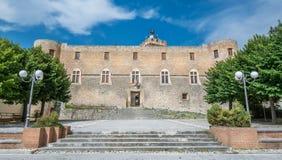 Piccolomini slott, Capestrano, L `-Aquila landskap, Abruzzo Italien Fotografering för Bildbyråer