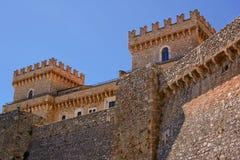 Piccolomini slott i celano & x28; Italy& x29; Arkivfoto
