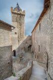 Piccolominikasteel, Capestrano, de Provincie van L ` Aquila, Abruzzo Italië stock afbeeldingen