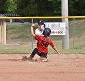 Pièce de base-ball de la jeunesse du garçon à la troisième Photos stock