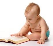 Pièce de petit enfant avec le livre Images libres de droits