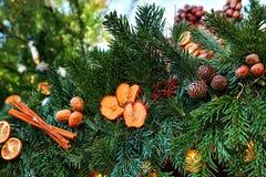 Picea de la decoración de la Navidad Foco selectivo Concepto del día de fiesta Foto de archivo libre de regalías