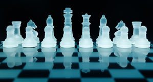 Pièces d'échecs en verre Photographie stock