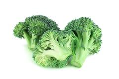 Pices de broccoli sur le blanc image libre de droits