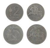 Pièces de monnaie lithuaniennes d'isolement sur le blanc Image stock
