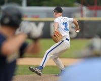 Pichet de base-ball de lycée photographie stock