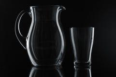 Pichet et glace en verre images libres de droits