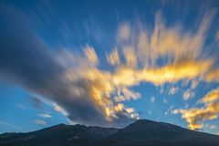 Pichincha-Vulkan bei Sonnenuntergang in Quito, Ecuador lizenzfreies stockfoto