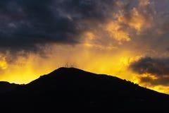 Pichincha vulkan p? solnedg?ngen i Quito, Ecuador royaltyfria foton