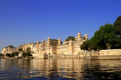Pichola jeziora strony architektura, Udaipur, Rajasthan, India fotografia stock