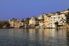 Pichola jeziora strony architektura, Udaipur, Rajasthan, India zdjęcia stock