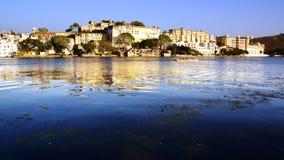 Pichola sjö och Palas Udajpur Indien Arkivbilder