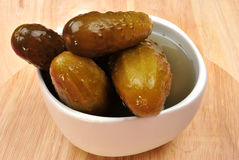 pickled gherkin in a white bowl Stock Photography