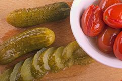 Pickles and red tomatoes in a plate Royalty Free Stock Photography