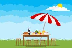 Picknick in aard Een lijst met voedsel en stoelen op groen gras stock illustratie