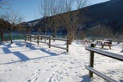 Picknick-Bereich im Schnee Lizenzfreies Stockfoto