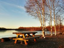 Picknick bij zonsondergang Royalty-vrije Stock Foto's