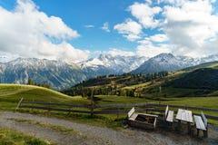 Picknick in Duitse Alpen Royalty-vrije Stock Afbeeldingen