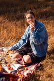 Picknick i den nya luften arkivbilder