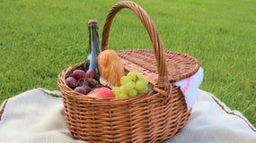 Picknick im Freien am sonnigen Tag stockfoto