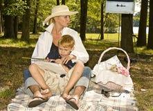 Picknick im Park Lizenzfreie Stockfotos
