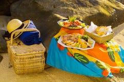 Picknick på stranden Royaltyfri Foto