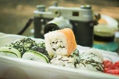 Picknick Sushi in openlucht op een de zomerdag Royalty-vrije Stock Afbeeldingen