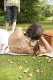 Picknick Twee Meisjes Stock Afbeeldingen